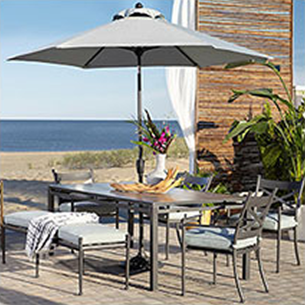 Outdoor Bar & Dining